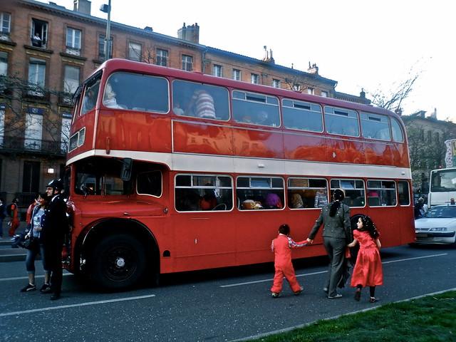 bus anglais carnaval de toulouse flickr photo sharing. Black Bedroom Furniture Sets. Home Design Ideas
