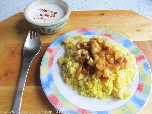 Safran-Couscous mit Trockenfrüchten und Joghurt-Dip