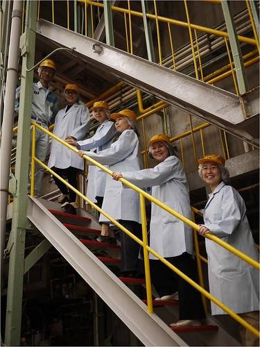工場内に入る前に皆さんと@東洋ガラス