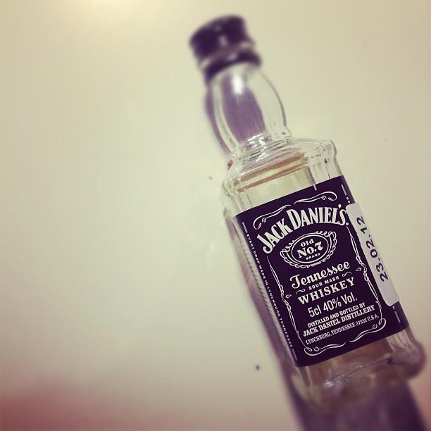 Я принес ребенку подарок(с) @antonb_ru   Да чтоб тебе дети пустые бутылки приносили!