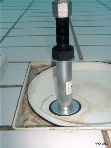 Door het afdichten met hoge druk stoppen in het zwembad kunnen afsluiters worden vervangen in de machinekamer