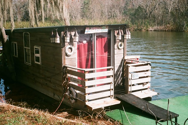 tavares dead river houseboat