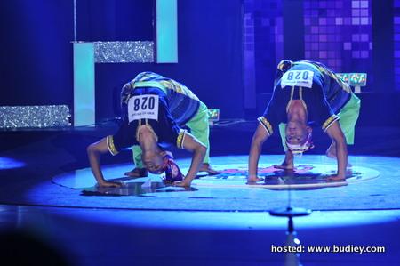 Kumpulan Inai kongsi bakat akrobatik
