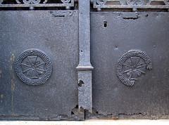 Acheux-en-Amiénois (chapelle funéraire Bellet - bas des portes) 1
