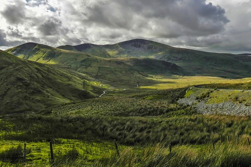 mountains nature grass wall wales clouds landscape day cloudy path natureza hills valley scenary snowdon snowdonia bewiahn