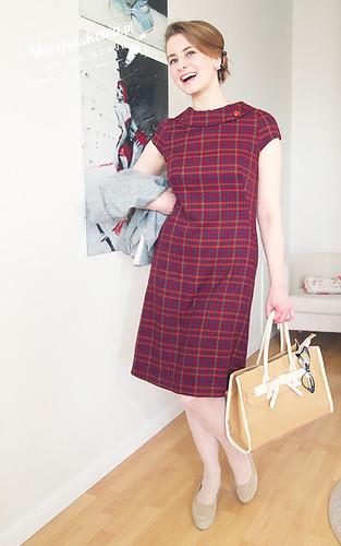 Burda 9/2012, dress 108, marchewkowa, blog, szafiarka, szycie, krawiectwo, retro, moda, fashion, 60s, lata sześćdziesiąte, kołnierzyk, sukienka, kratka, wykrój, stylizacja, vagabond gaga, torebka z kokardą fablou, bursztynowy guzik, kolczyki różyczki