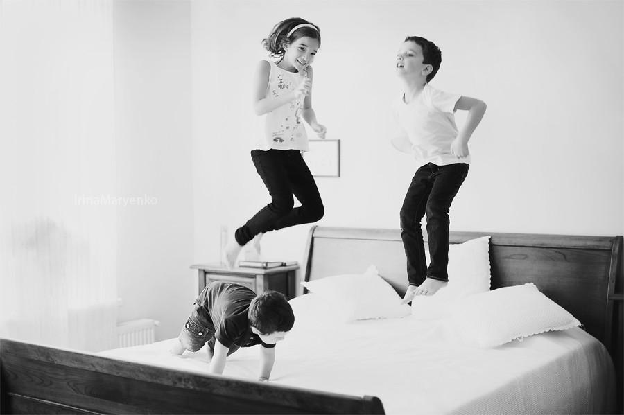 Семейная фотосъемка в доме. Таня, Ваня, Саша. Фотограф Ирина Марьенко.