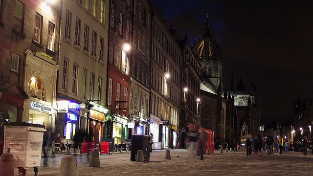 Royal Mile, autumn evening 02