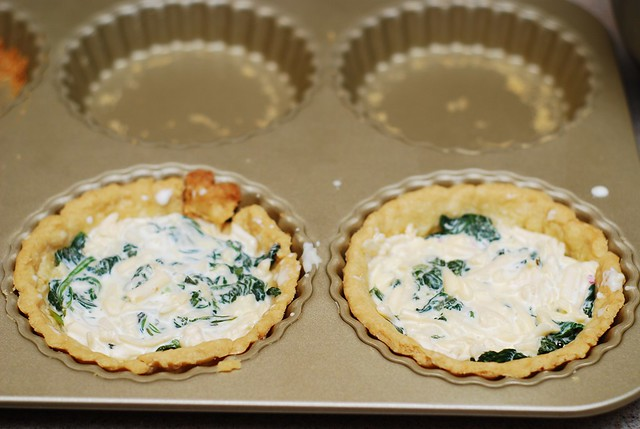 tart shells with spinach mixture