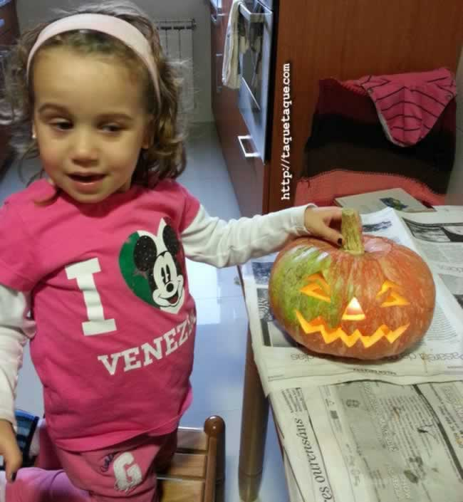 Calabazas para Halloween hechas por Ainoa, Eva y yo    Halloween Pumpkins made by Ainoa, Eva and me