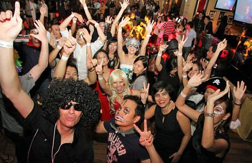 <p>UH Manoa Executive MBA in Vietnam program Halloween bash</p>