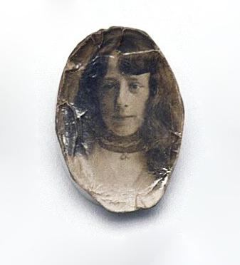 Miniature photograph of Lily Knapton