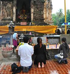 Worshippers at Wat Jet Yot