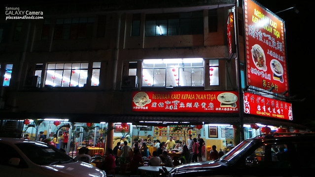 tiga restoran