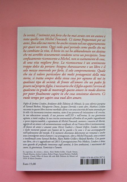 Mathieu Lindon, Cosa vuol dire amare; Barbès 2012. [resp. grafica non indicata]; fotog.: A. Robbe-Grillet, C. Simon, C. Mauriac, J. Lindon, R. Pinget, S. Beckett, N. Sarraute, C. Ollier, 1959 © M. Dondero. Quarta di copertina (part.), 1