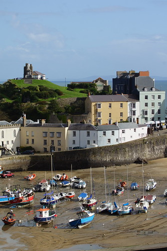 Tenby harbour looking down by CharlesFred