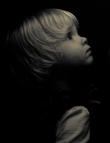[フリー画像素材] 人物, 子供 - 女の子, 人物 - 横顔・横を向く, モノクロ, アメリカ人 ID:201210221800