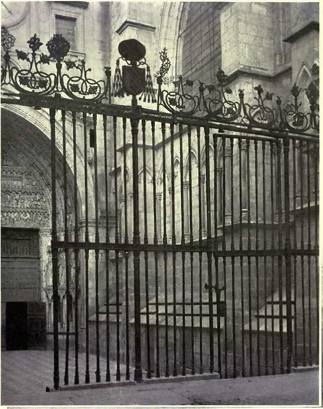 Reja de la entrada a la Puerta del Reloj de la Catedral de Toledo. Fotografía de Austin Whittlesey a comienzos del siglo XX. © University of Toronto