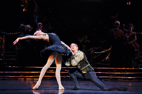 Nehemiah Kish and Zenaida Yanowsky in Swan Lake © Bill Cooper