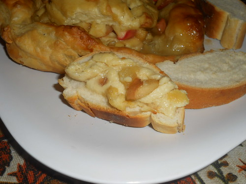 Vegan Brie en croute with apple compote