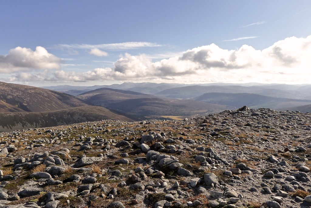 Towards Lochnagar