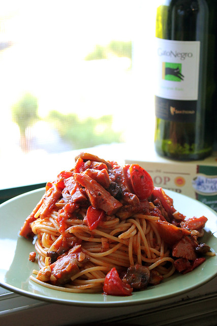 Spaghetti with Mushrooms, Tomatoes and Ham