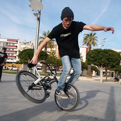 bicycle motocross(1.0), vehicle(1.0), bmx bike(1.0), sports(1.0), flatland bmx(1.0), cycle sport(1.0), extreme sport(1.0), bmx racing(1.0), stunt performer(1.0), bicycle(1.0),