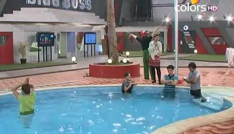 Bigg Boss contestants in water except Urvashi