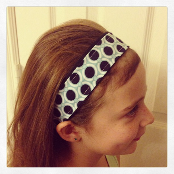 Non-slip headband from fabric scraps. Tutorial tomorrow!