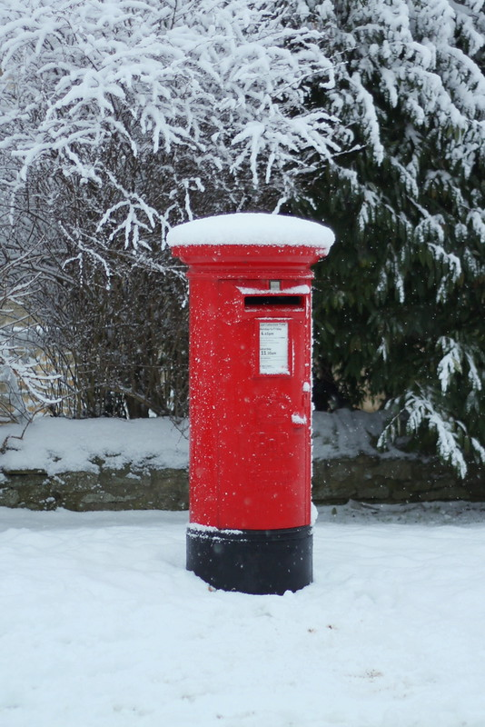 Snow - red English postbox