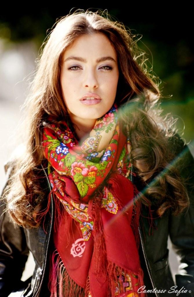 carmine_scarf_comtesse_sofia_1_3