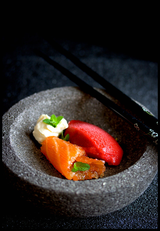 Gezuckerter Lachs mit Rote Bete Sorbet und Yuzu-Schaum//Sugared Salmon with Beet Sorbet and Yuzu Foam (Japanese dessert)
