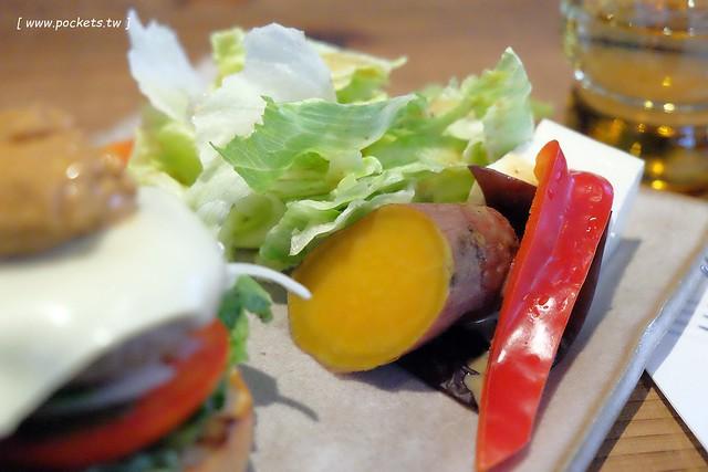 29744075111 1e5e80571b z - 小葛廚房 Glady's Kitchen:優質空間的早午餐店,餐點以手作漢堡為主,鄰近水湳市場和美國學校