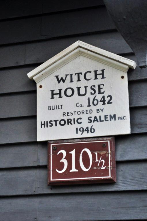 La Casa de la Bruja es la construcción más antigua de Salem Salem, la ciudad de las brujas - 8079352172 dc1c76c1c0 o - Salem, la ciudad de las brujas