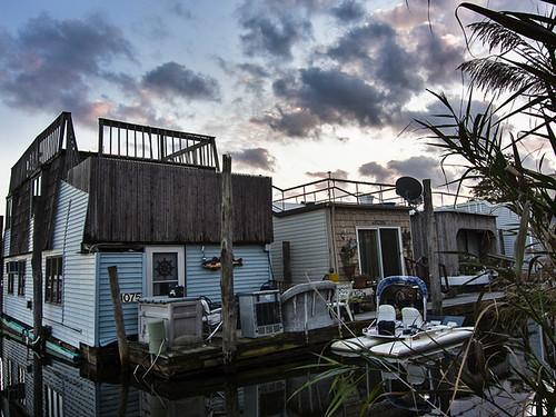 sunset newyork work houseboat