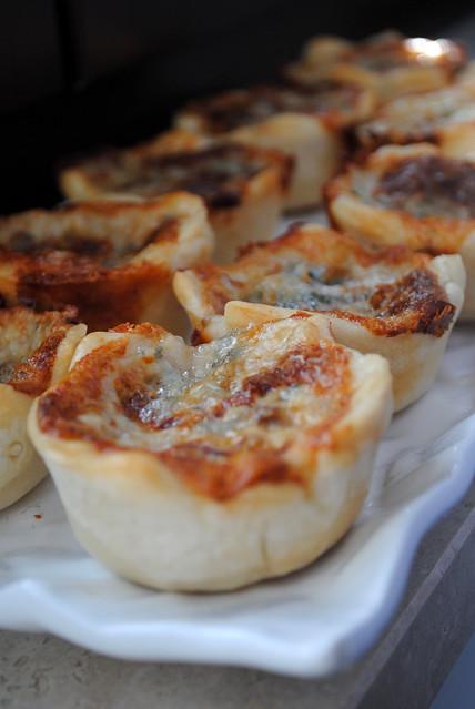 cestini di pane con gorgonzola e noci 010