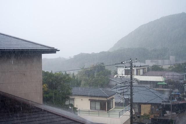 神津島 土砂降り