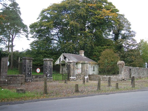 Newpass House, Rathowen, Westmeath - original main entrance & gate lodge (late 18th century)
