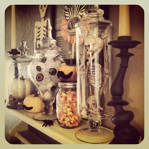 Apothecary Halloween Jars by Heather Says