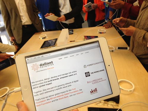Checking out the iPad Mini at the SF Apple Store