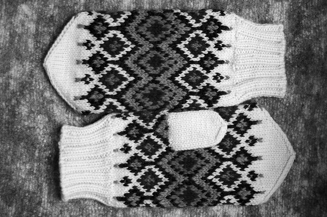 Hickory Mittens in Black and White
