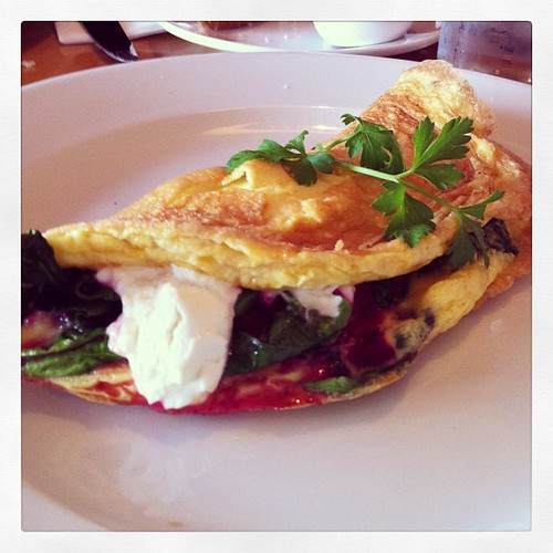 #Brunch in #Cork at @fennsquay. Custom #omelet of Ardsallagh goat's cheese, Beetroot salsa and spinach.