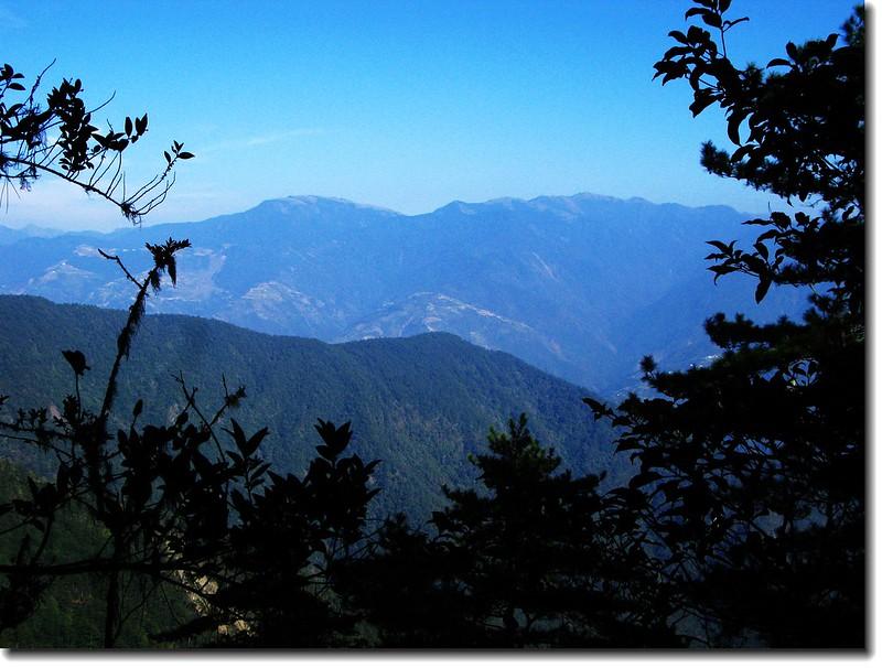 登山途中東望合歡群峰