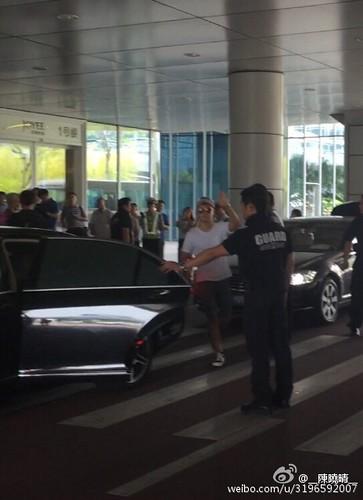 more BIGBANG arrival Shenzhen 2015-08-07 (67)