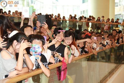 G-Dragon_HarveyNichols-COLOMBO_VIA_DELLA_SPIGA-HongKong-20140806 (24)