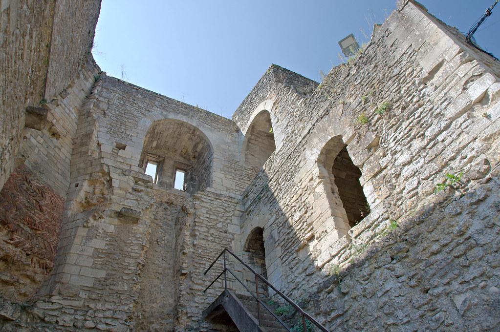 Vestiges des remparts du château de Gisors