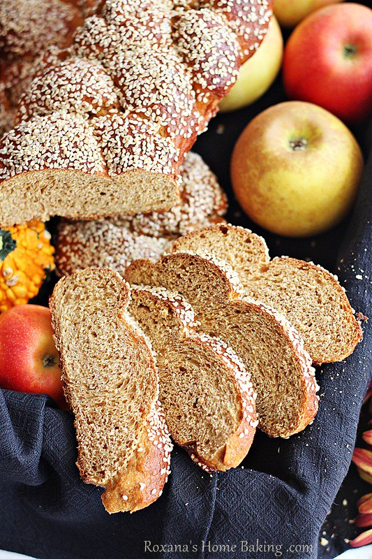 whole wheat pumpkin challah | Roxanashomebaking.com