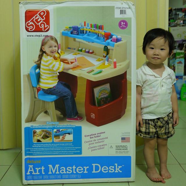 Step2 Deluxe Art Master Desk 多功能幼童書桌 開箱 熱烘烘的太陽往上爬 痞客邦