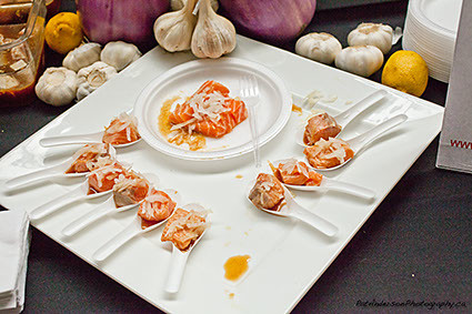 Salmon sashimi with garlic & onion