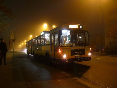 Der MAN / Göppel SG 240 H wartet am MVG-Museum auf Fahrgäste Richtung Innenstadt.